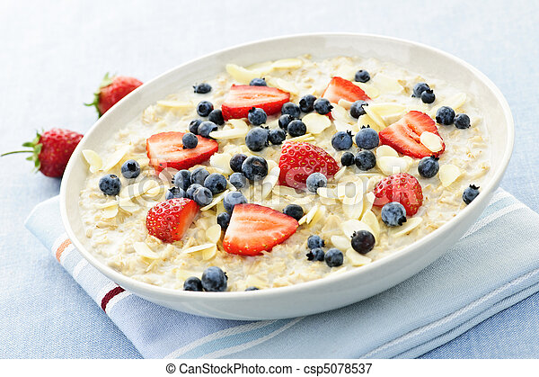 Oatmeal breakfast cereal with berries - csp5078537