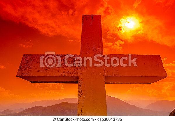 ocaso, cruz - csp30613735