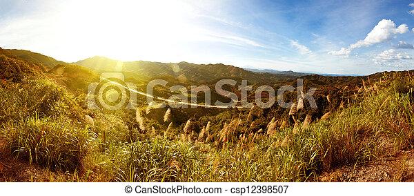 ocaso, cuándo, montañas - csp12398507
