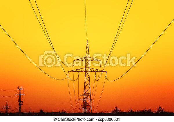 Pilones de electricidad al atardecer - csp6386581