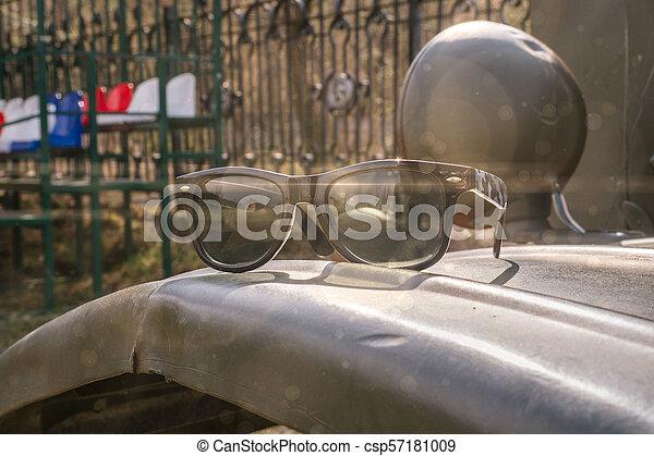 occhiali da sole, vecchio, primavera, automobile, militare, giorno - csp57181009