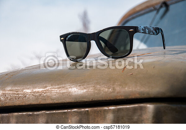 occhiali da sole, vecchio, primavera, automobile, militare, giorno - csp57181019