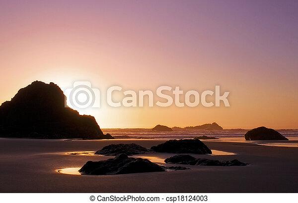 ocean calm pink sky sunset - csp18124003