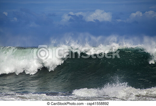 ocean wave breaking - csp41558892