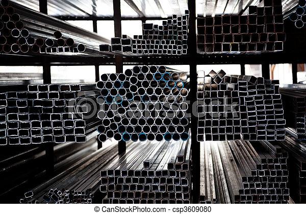 ocel, dudy, narovnal na hromadu - csp3609080