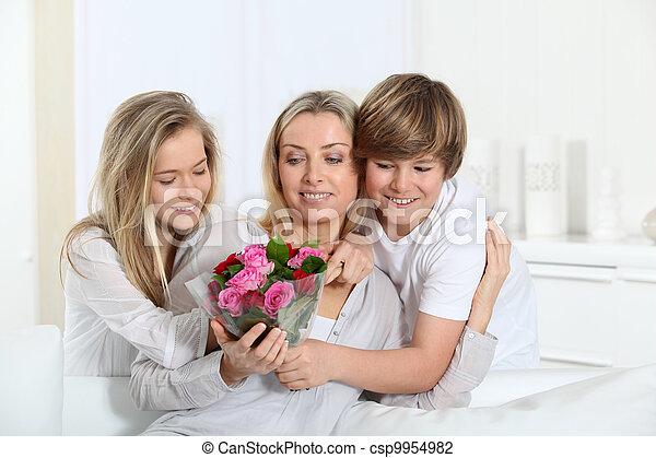 offerta, giorno madre, fiori, bambini, mazzo - csp9954982