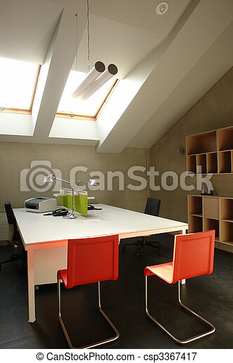 Oficina en el ático - csp3367417