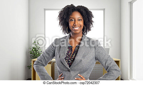 Confió en una empresaria afroamericana en una oficina - csp72042307