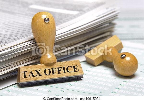 Oficina de impuestos - csp10615934