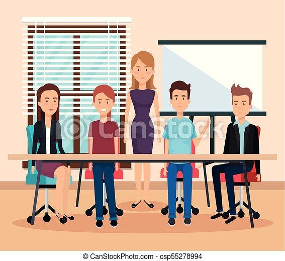 Gente trabajando en la oficina - csp55278994