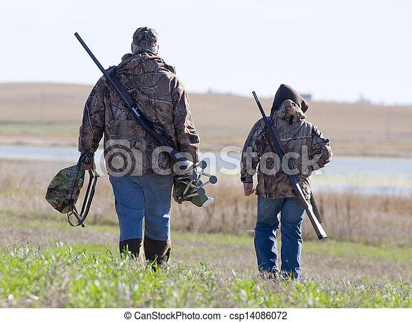 ojciec, polowanie, syn - csp14086072