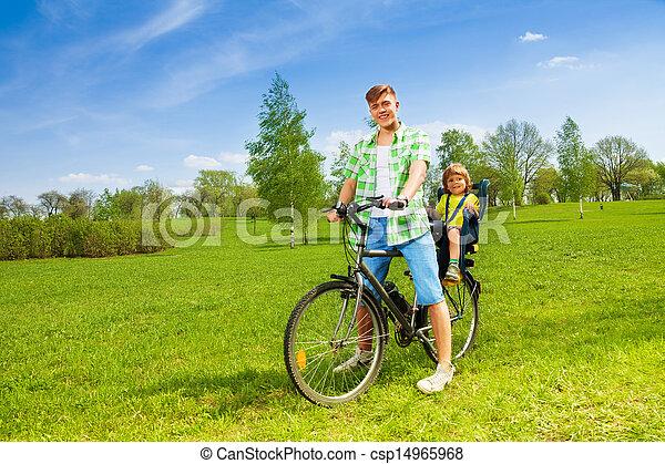 ojciec, syn - csp14965968