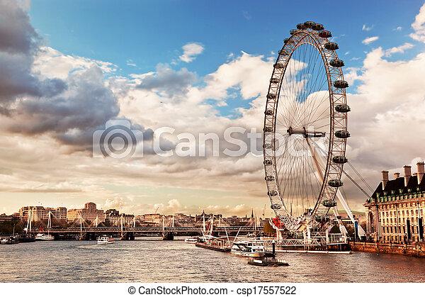 Londres, Inglaterra el horizonte del Reino Unido. El ojo de Londres - csp17557522