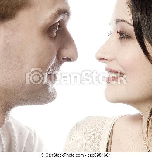 Una pareja muy joven haciendo contacto visual - csp0984664