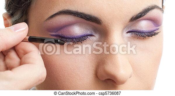 El maquillaje esboza la rutina de los ojos - csp5736087