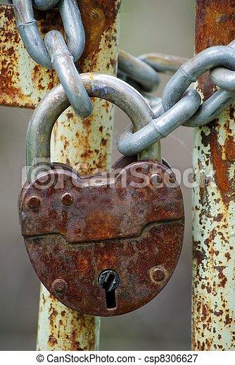 Old closed padlock - csp8306627
