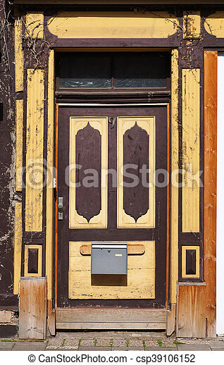 Old Doors Of A Medieval Building In Hameln Germany Old Front Doors