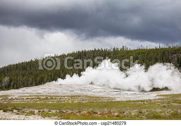 Old Faithful Geyser in Yellowstone National Park - csp21480279