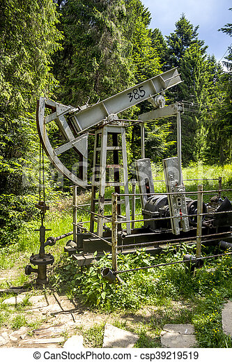 old-fashioned oil pump - csp39219519
