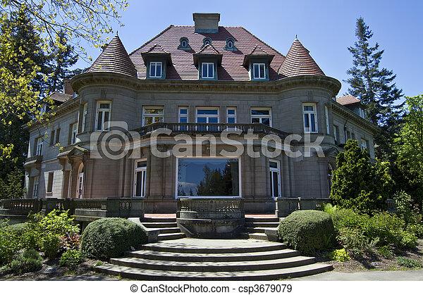 Old Historic Pittock Mansion - csp3679079