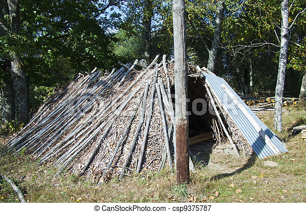 Old hstorical log hut - csp9375787