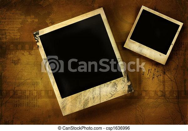 Old polaroid against grunge background - csp1636996