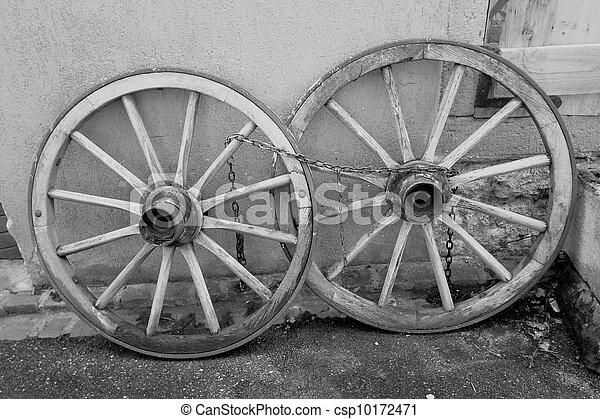 Old Wagon Wheels   Csp10172471