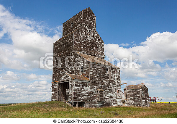 Old Weathered Grain Elevator with Blue Sky and Clouds - csp32684430