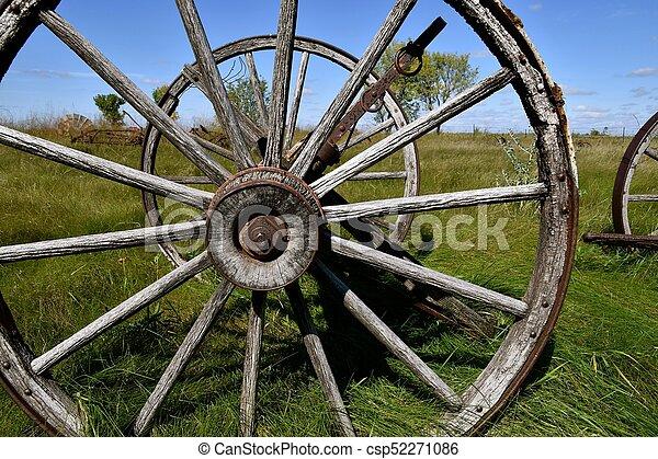 Old Wood Wagon Wheels   Csp52271086