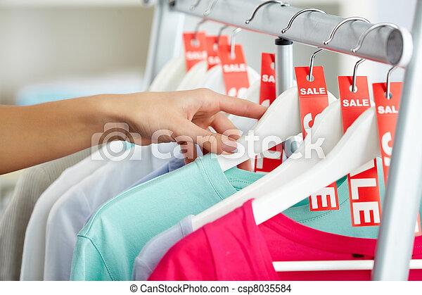 olhando, roupas - csp8035584