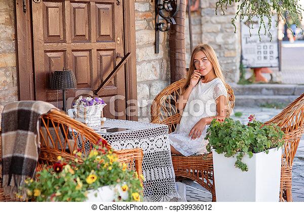 olhar, caffee, mulher, lado, jovem - csp39936012