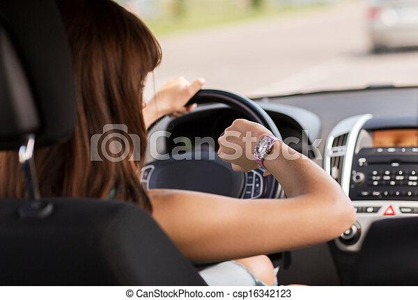 olhar, mulher carro, relógio, dirigindo - csp16342123