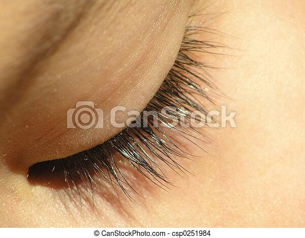 olho fechou - csp0251984