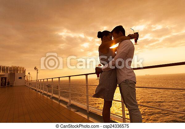 olhos, par abraçando, pôr do sol, fechado, cruzeiro - csp24336575
