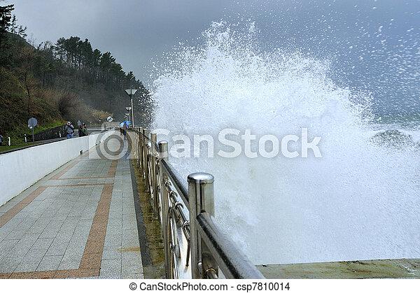 Grandes olas - csp7810014