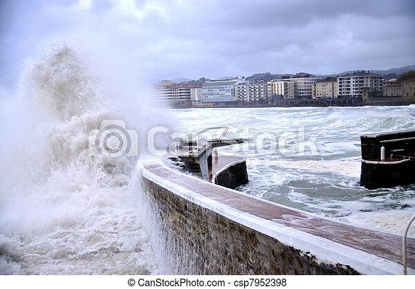 Grandes olas - csp7952398