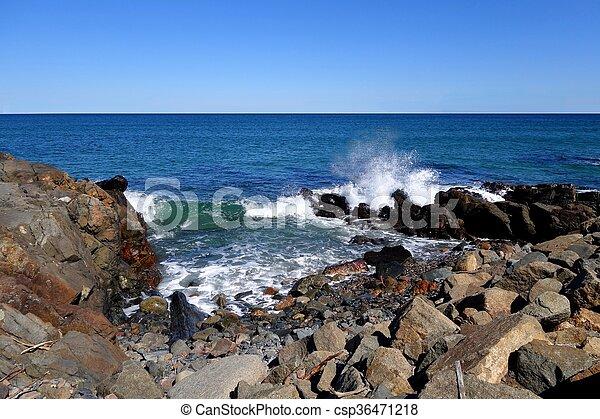 ondas, pedras - csp36471218