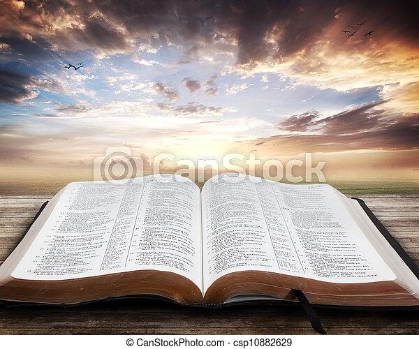 open bijbel, ondergaande zon  - csp10882629