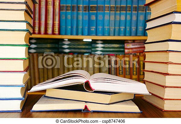 opleiding, boekjes  - csp8747406