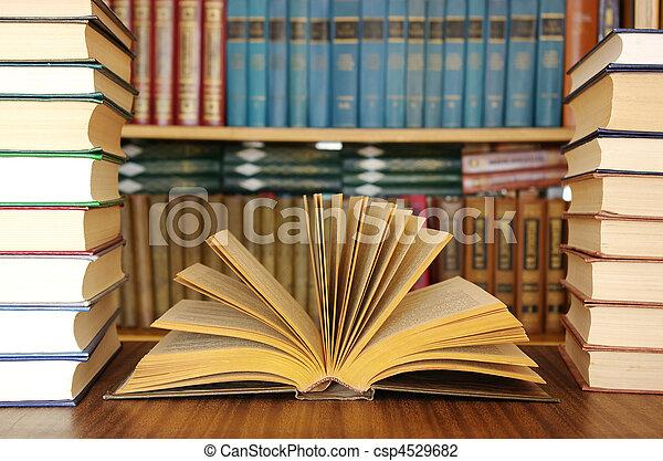 opleiding, boekjes  - csp4529682