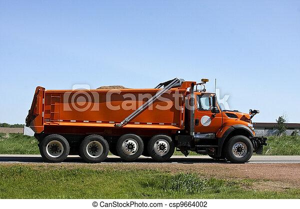 orange, camion, décharge - csp9664002