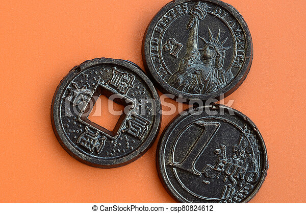 orange, mensonge, trois, formulaire, japon, modèle, chocolat, plastique, comestible, produits, pièces, euro, usa, espèces, arrière-plan. - csp80824612