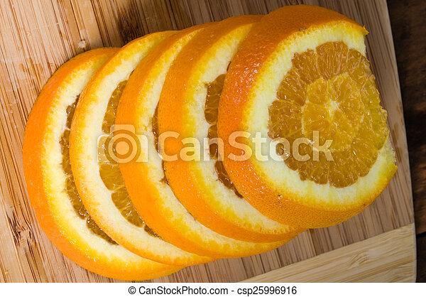 orange, pile, planche, tranches - csp25996916