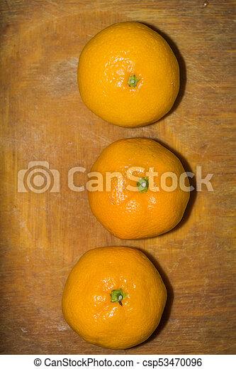 orange, planche découper - csp53470096