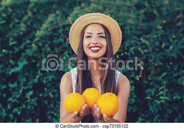 Oranges in the hands of the girl. - csp73155122