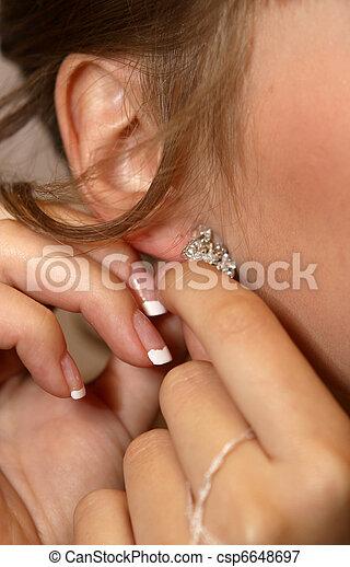 orecchino, ragazza - csp6648697