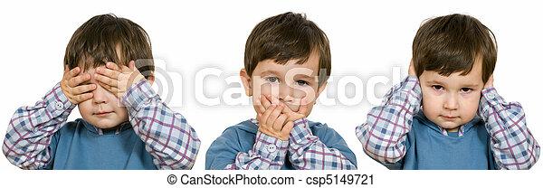 Chico con ojos cerrados, oídos, boca - csp5149721