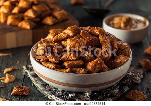 Organic Salty Peanut Butter Pretzel - csp29374514