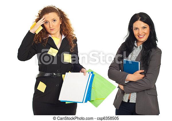 organizado, desoganiza㧡o, mulheres negócio - csp6358505