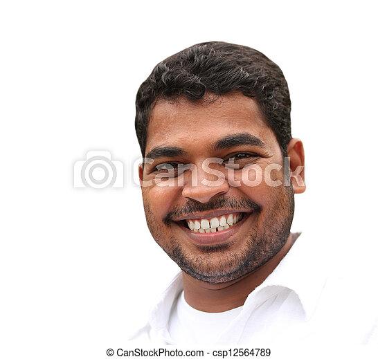 El primer plano de un joven y guapo hombre de negocios que expresa confianza y actitud positiva en estilo relajado. La foto del joven adulto está aislada en el fondo blanco y es de origen indio - csp12564789